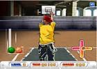 لعبة الفتى الرياضي ومحاولة إدخال الكرات